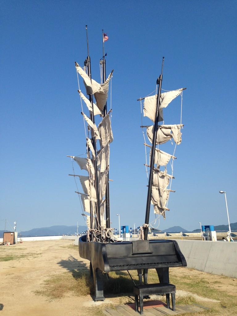 港の近くにあった 「20世紀の回帰」