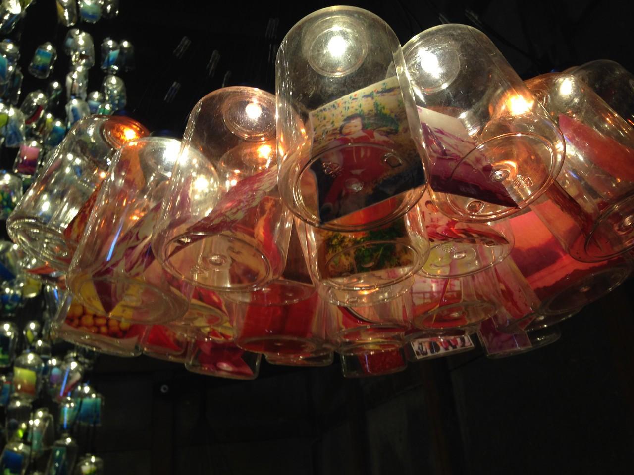 男木島の記憶をボトルに封入し、小さなあかりをともすインスタレーション。