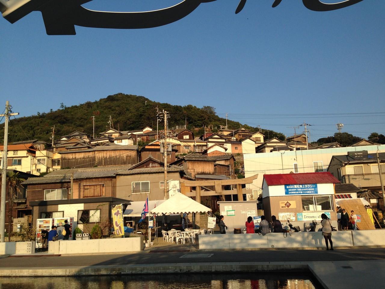 男木島。小山に家が建ってるからあんな感じだったのね。