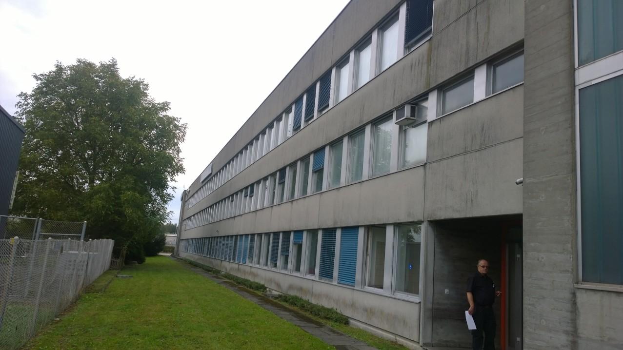 ASAG-Pratteln, bevor die Fassade neu gestrichen wurde.