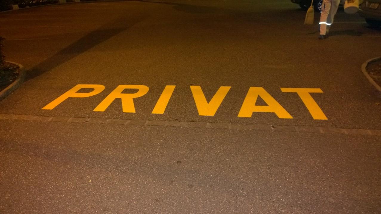 Fertige und begehbare Parkplatzbeschriftung in Binningen.