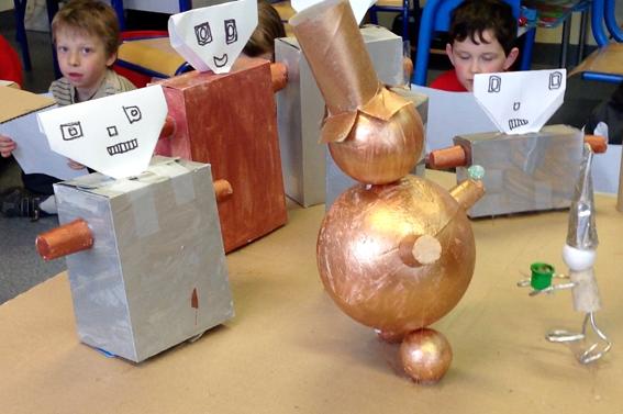 """réalisations de maquettes autour du livre """"l'allumeur de rêves"""" par la classe de CP"""