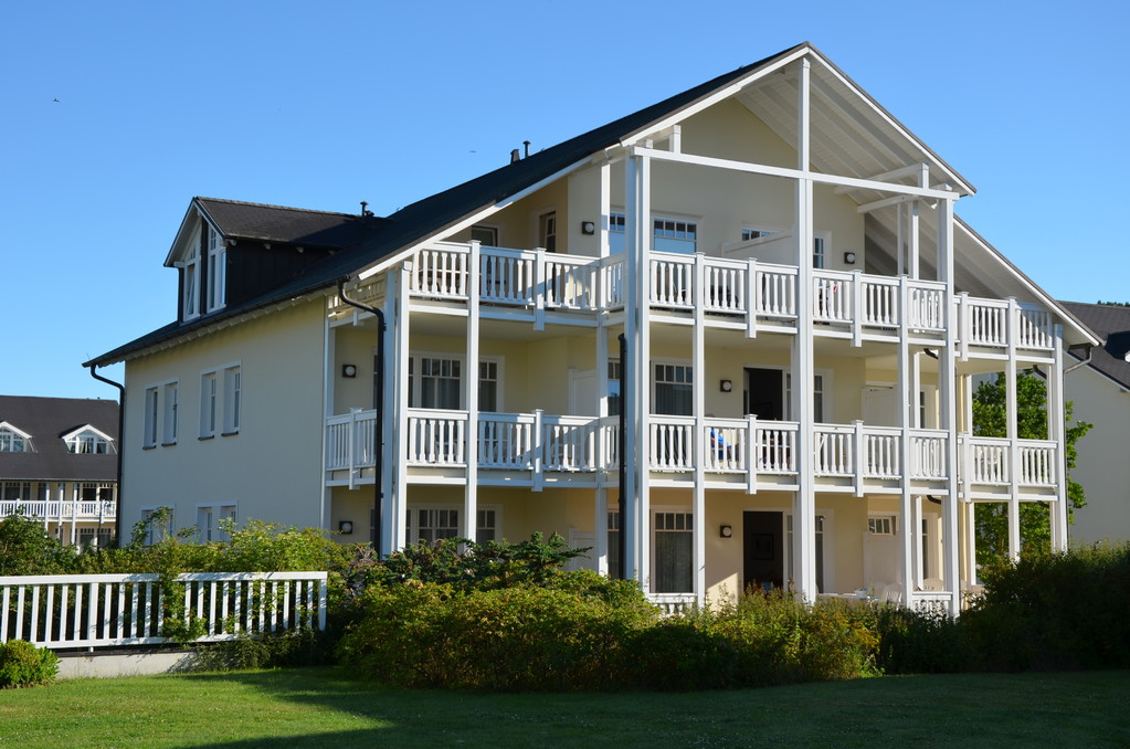 Die Wohnung Traumzeit (212) liegt in der Mitte, mit großer Sonnenterrasse, nach Süden ausgerichtet.