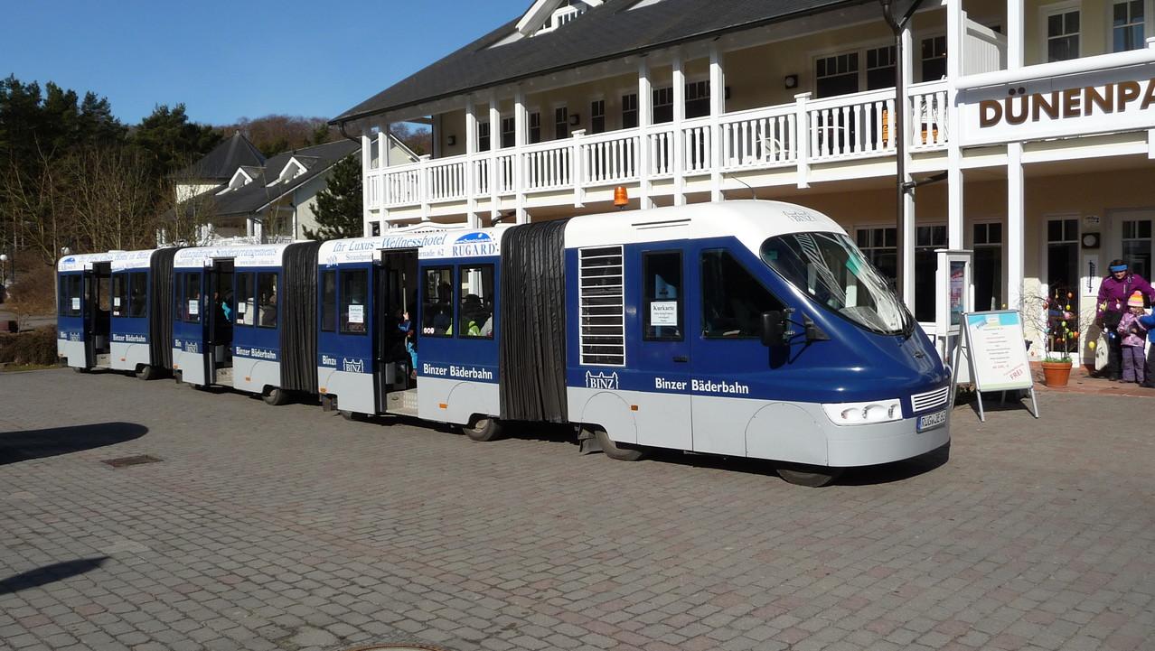 Die Binzer Bäderbahn bringt Sie kostenlos in wenigen Minuten in das Binzer Zentrum.