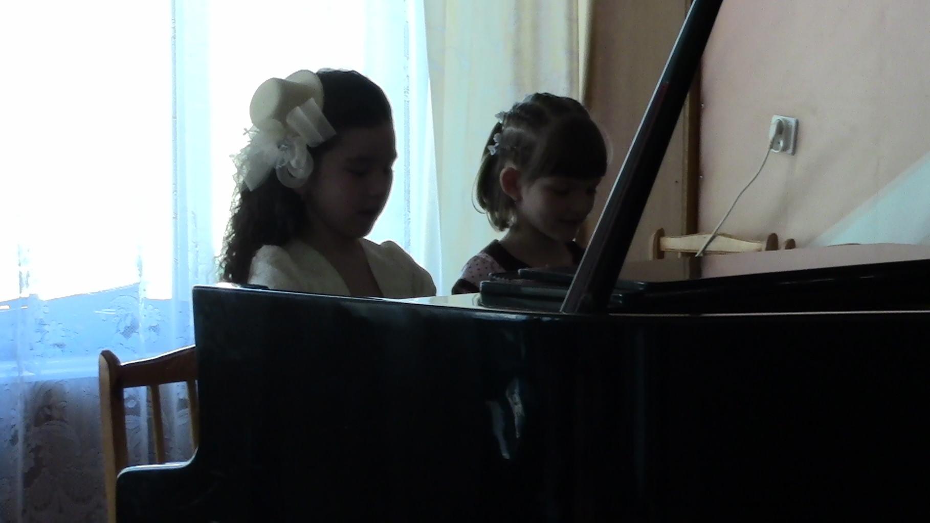 Юлдашева Кристина и Иванова Даша
