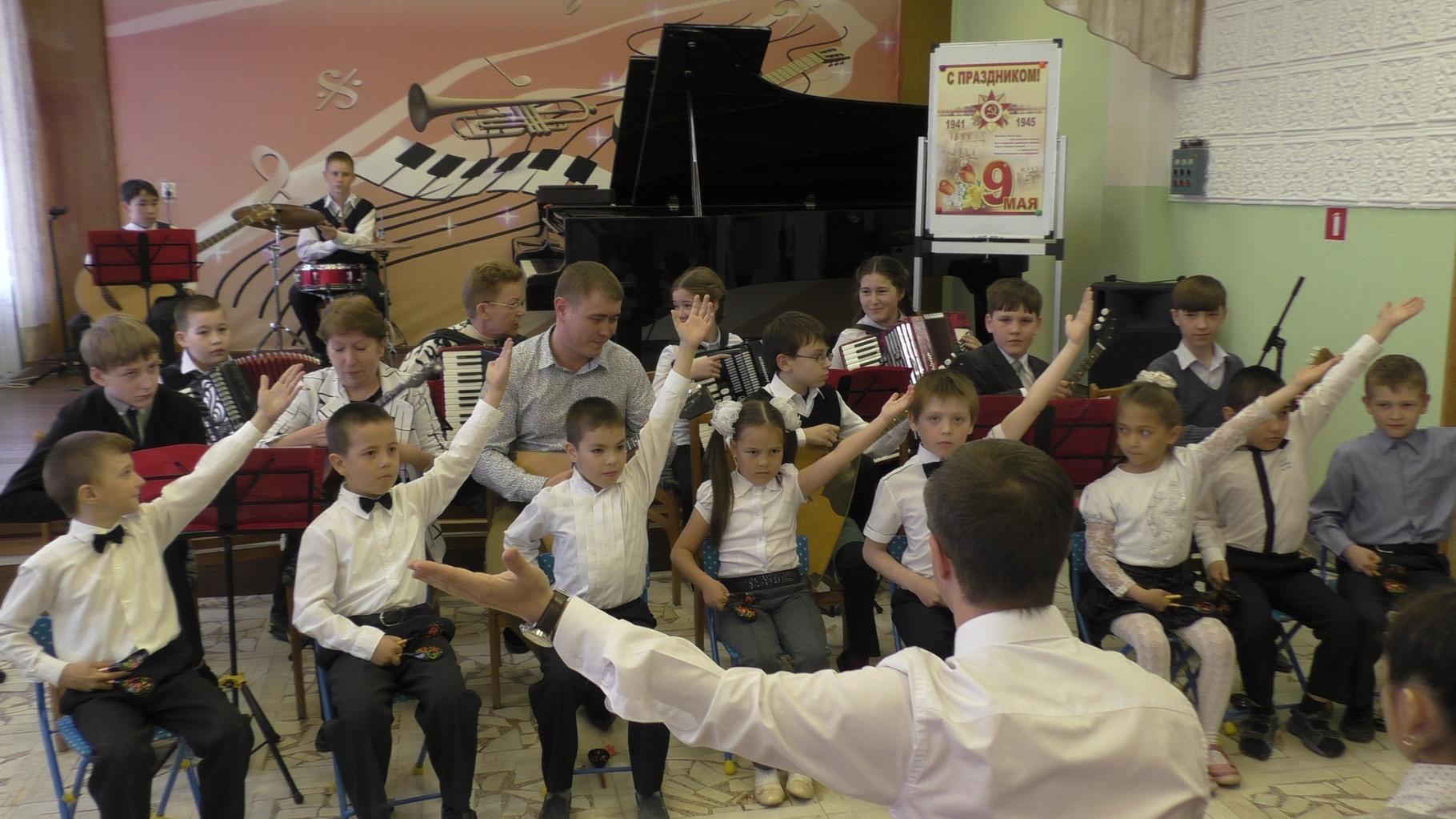 Сводный оркестр, руководитель Цикарева В.Т.