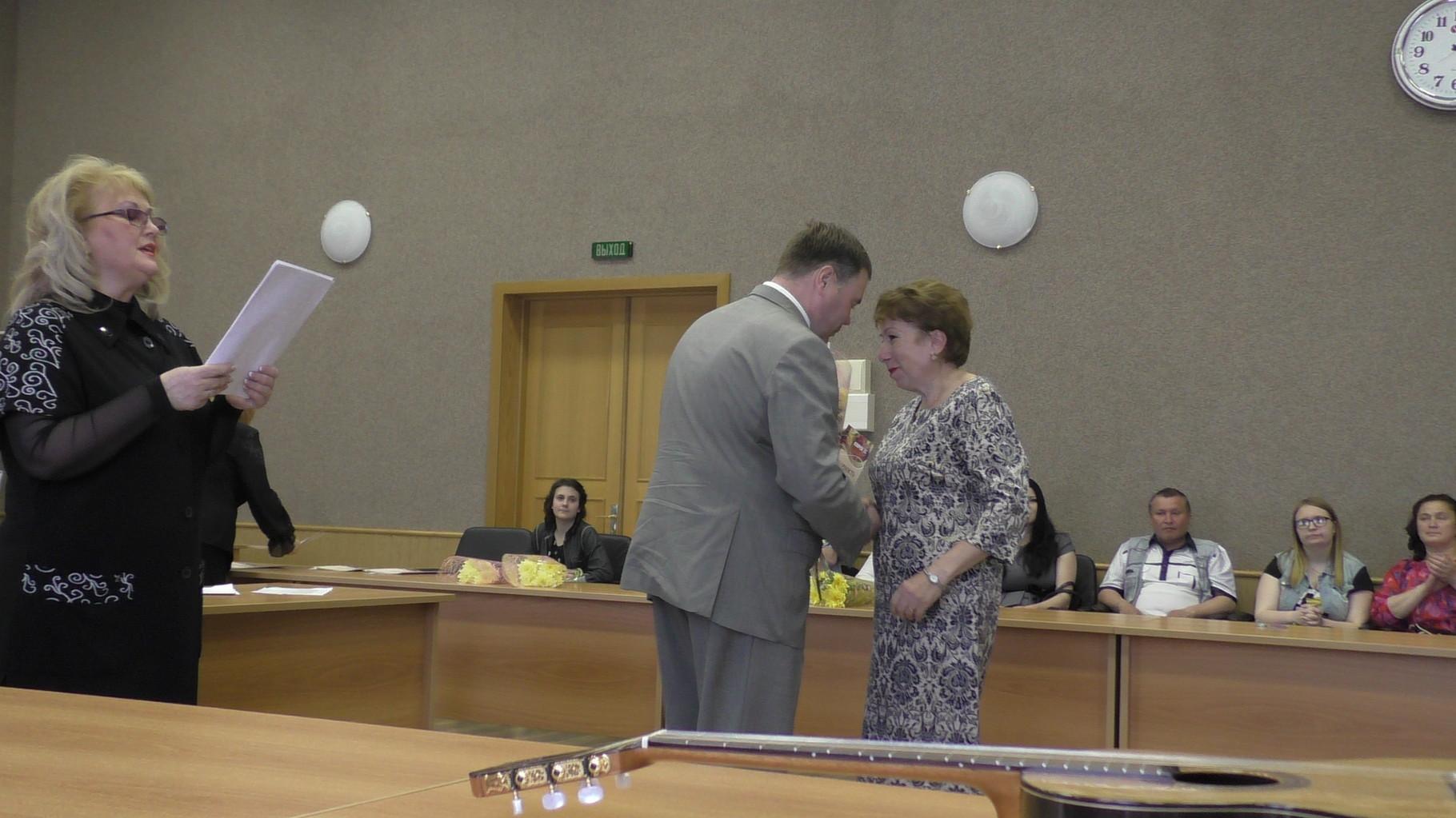 Награждение преподавателя  Цикаревой В.Т.