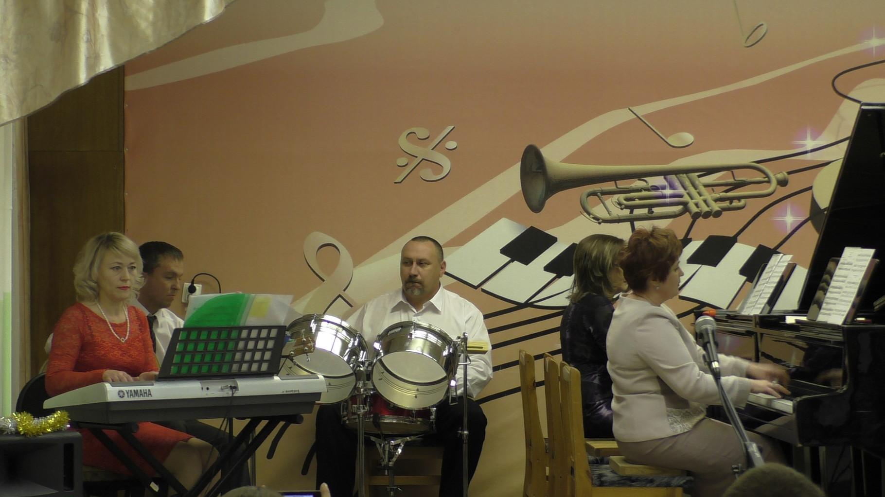 Инструментальный ансамбль преподавателей «Modern classic», руководитель Громова Э.И.