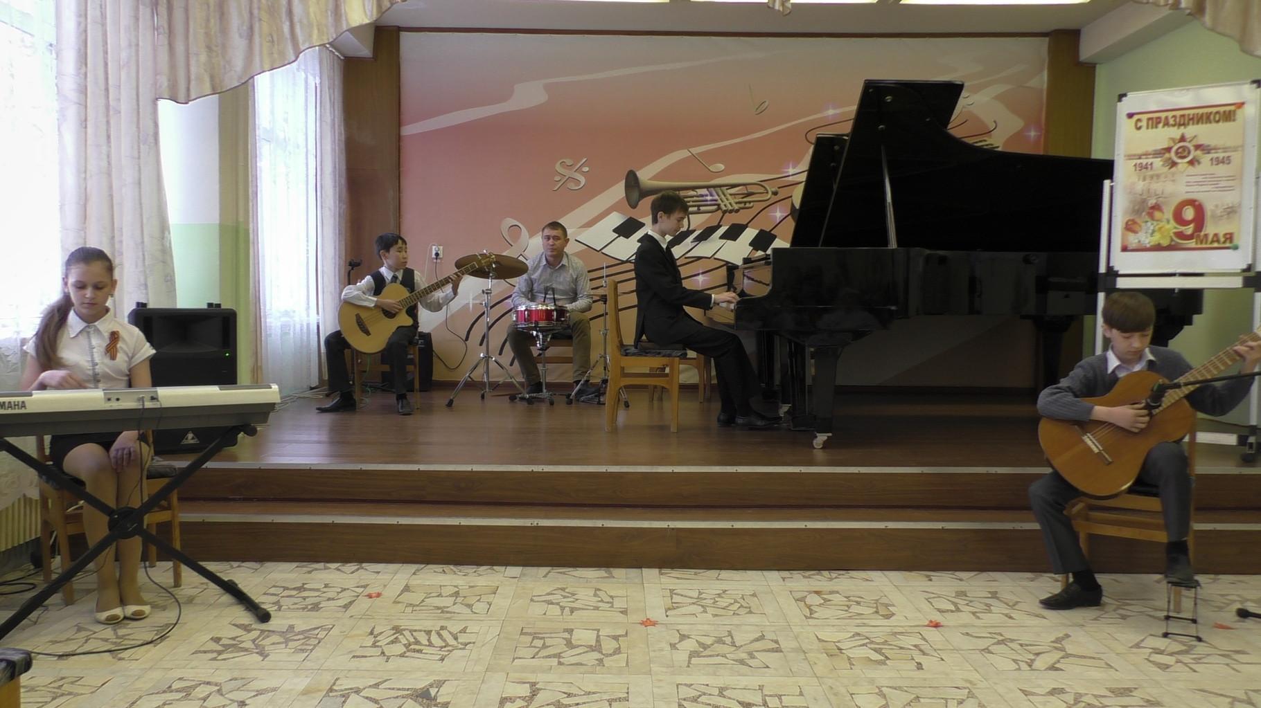 """Инструментальный ансамбль """"Экспромт"""", руководители Громова Э.И. и Тихонов Д.В."""
