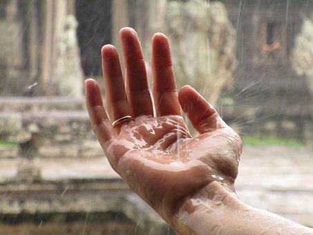 Hand und Wasser