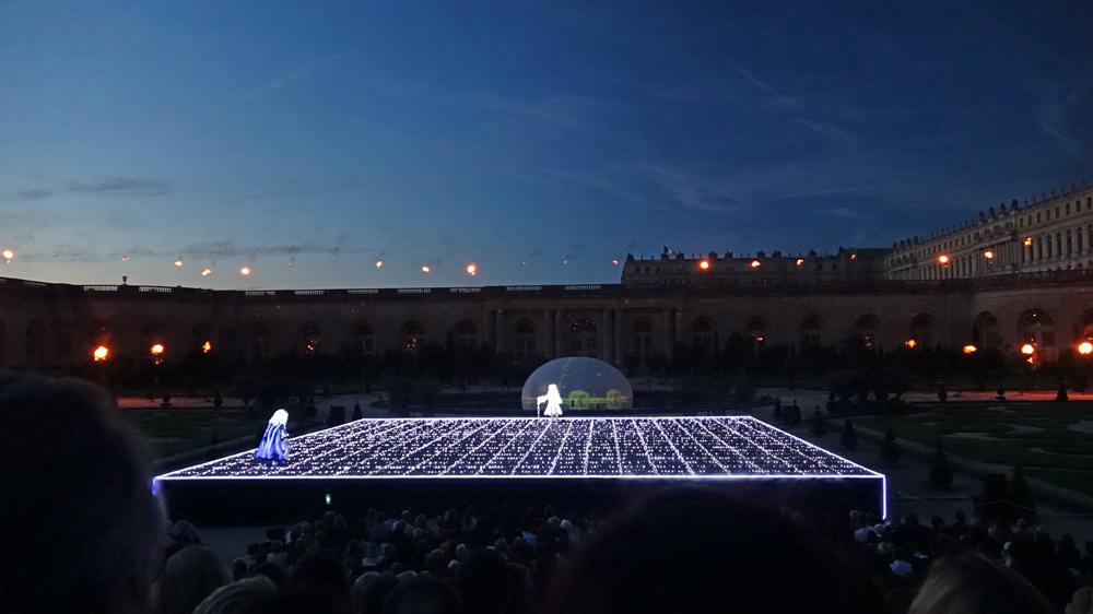 La scène illuminée