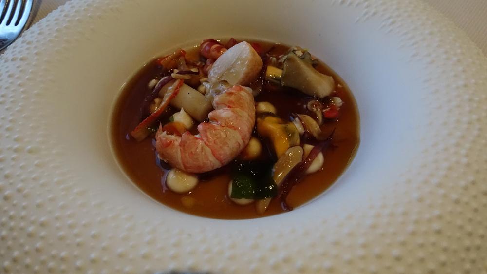 Bord de mer, avec moule, ormeau, couteau, vernis, petits légumes marinés, bouillon d'étrilles, crabe, langoustine et homard