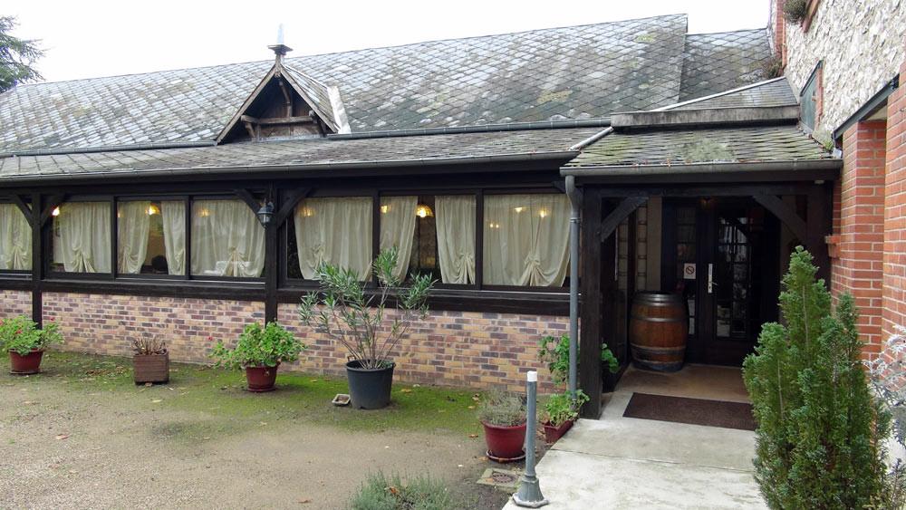 L'entrée et la terrasse couverte et fermée