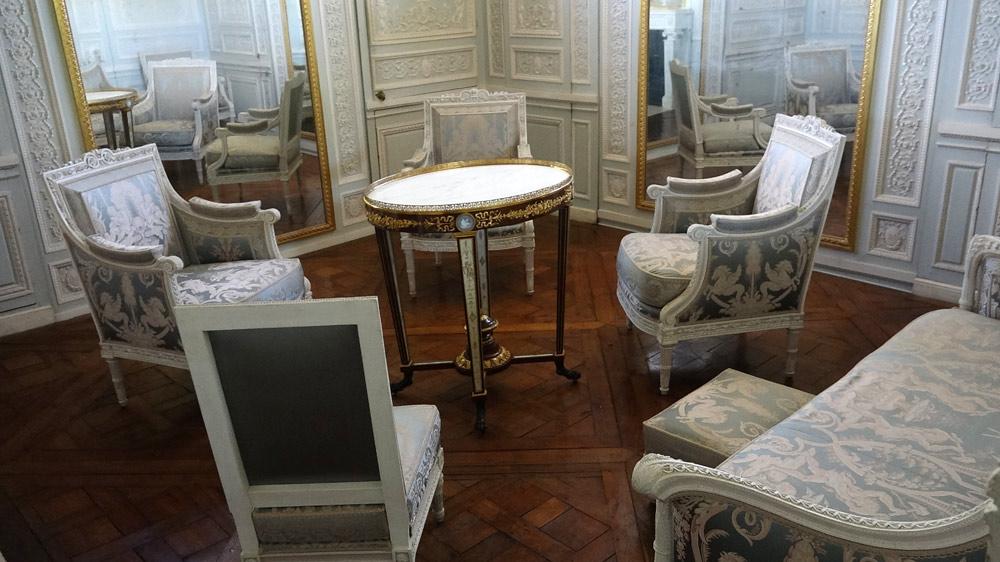 Le Petit Trianon : Cabinet des glaces mouvantes