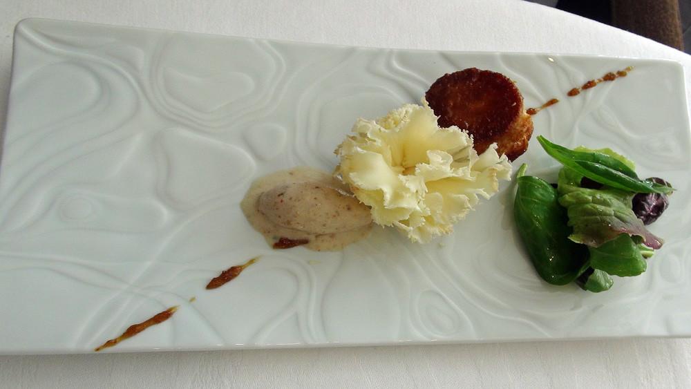 Girolle de brebis, kouign-amann, crème glacé au pain brûlé, trait de confiture de figues