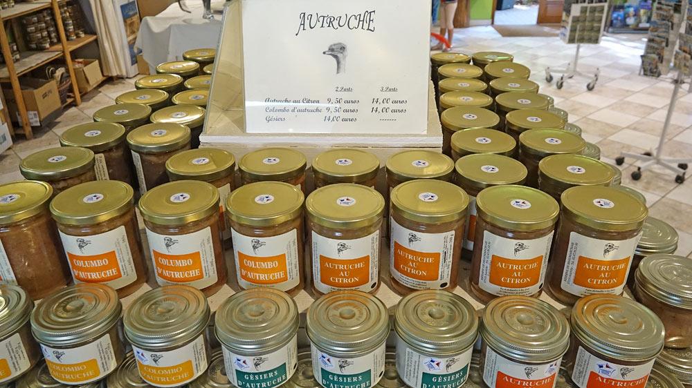 Produits en vente à base d'autruches