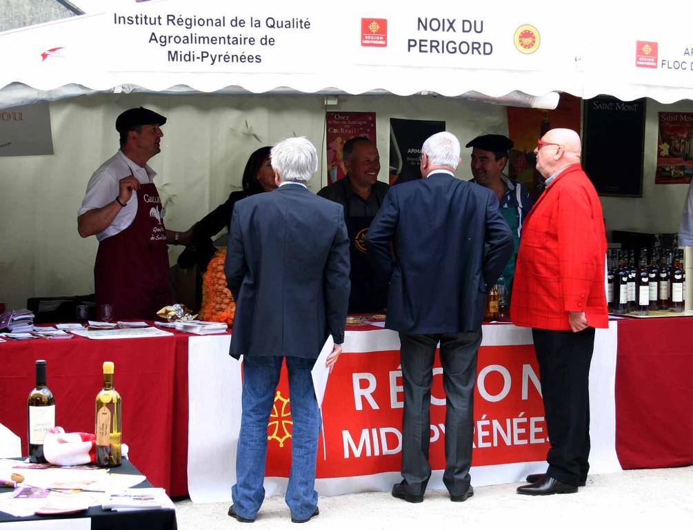 Coffe, Malvy & Masseret devant le stand Midi-Pyrénées