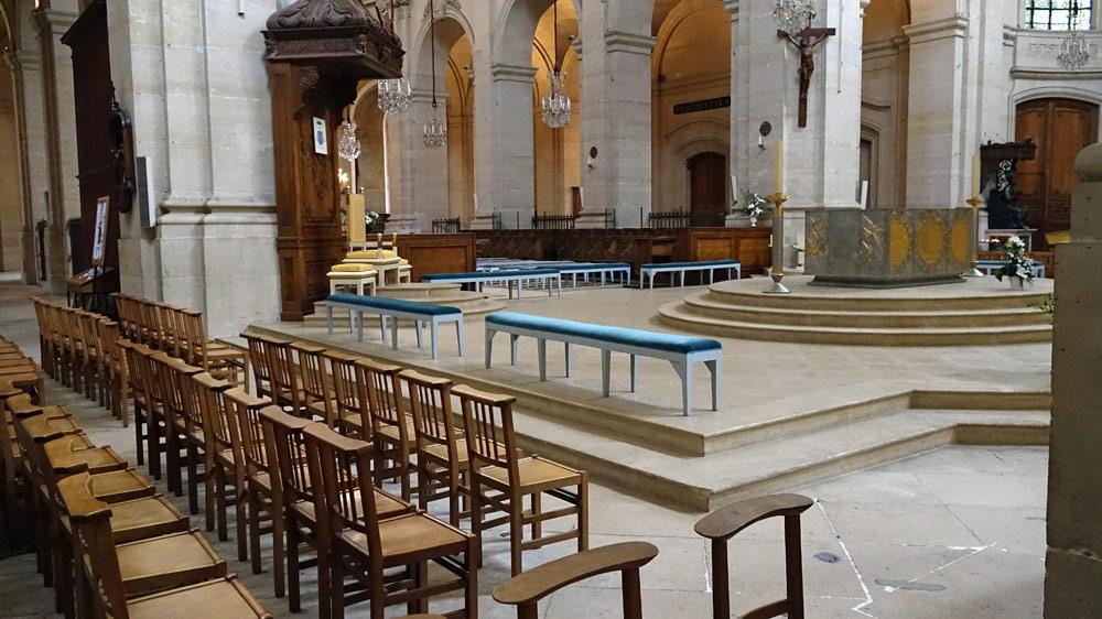 Autel, ambon, candélabres, pupitre et siège de Philippe Kaeppelin (2002)