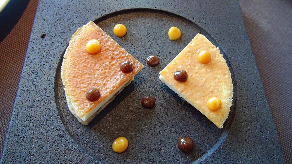 Coupétade revisitée, crème glacée à la vanille et velouté d'orange et de fruits noirs