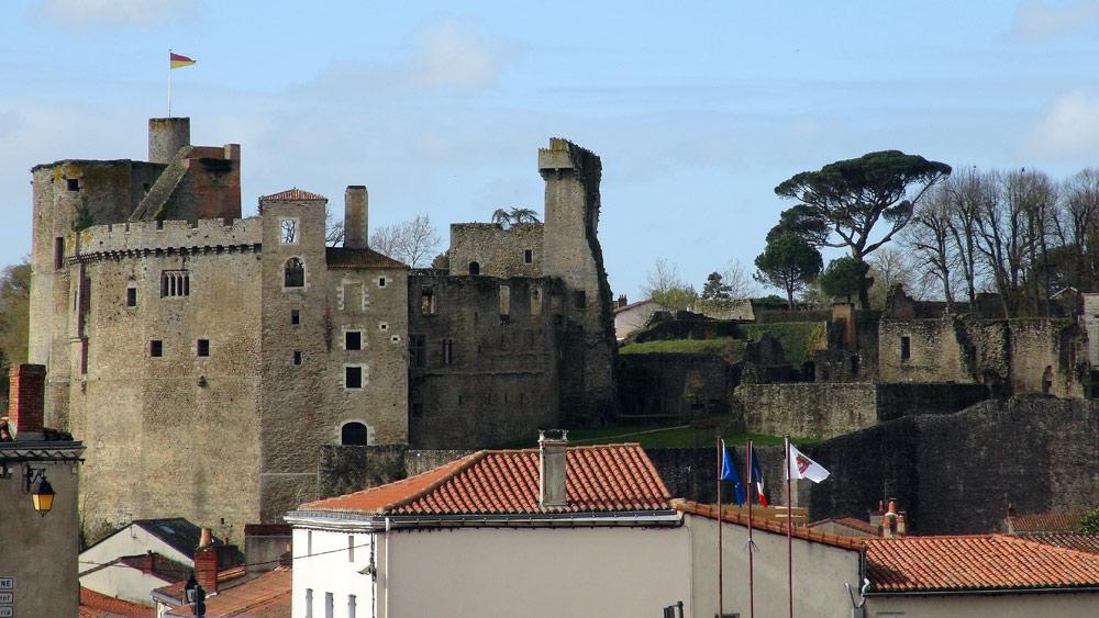 Le Château vu depuis l'église de la Trinité