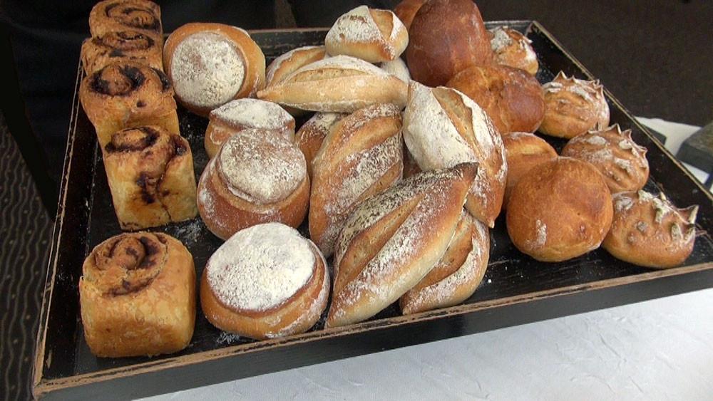Les 5 pains : Olive noire – Bière – Traditionnel – Colza – Oignon