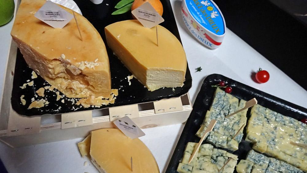 Quelques-uns des fromages proposés ... et dans le coin droit le fameux CDD !