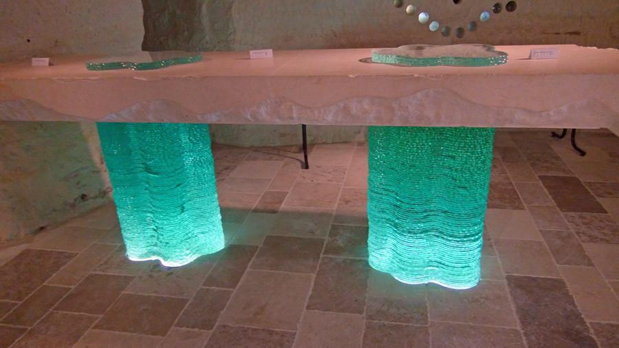 L'imposante table et son plateau de 4 tonnes !