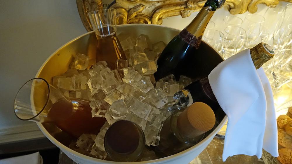 Champagnes et Vouvray au frais