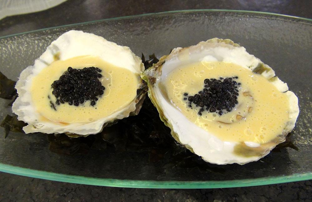 Huîtres plates, Vermouth & caviar