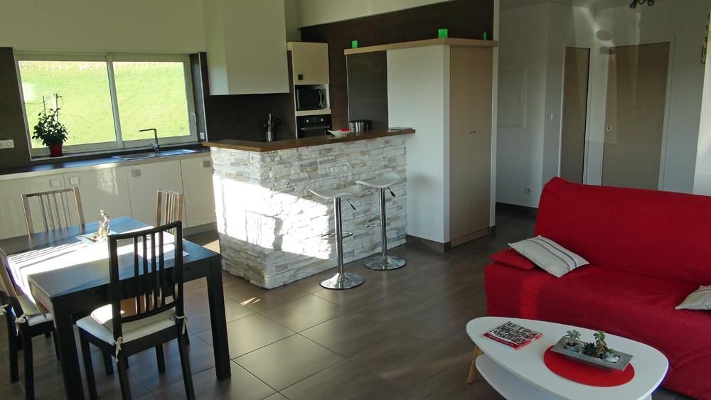 L'ensemble salon, salle à manger et cuisine