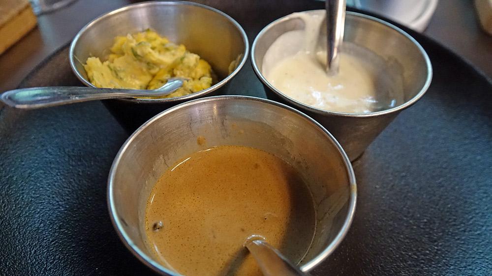 Les 3 sauces possibles : Béarnaise, Bleu et Poivre