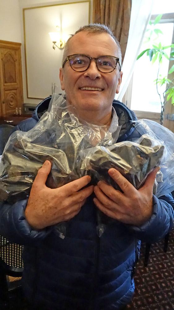 Rémy Giraud et les truffes du marché de Marigny-Marmande