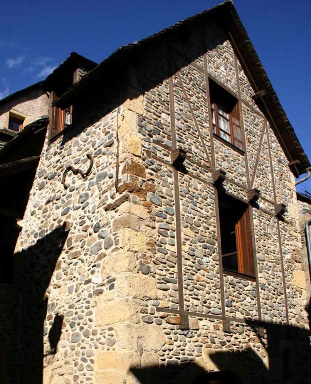 Sainte-Eulalie d'Olt, une maison en pierres et galets