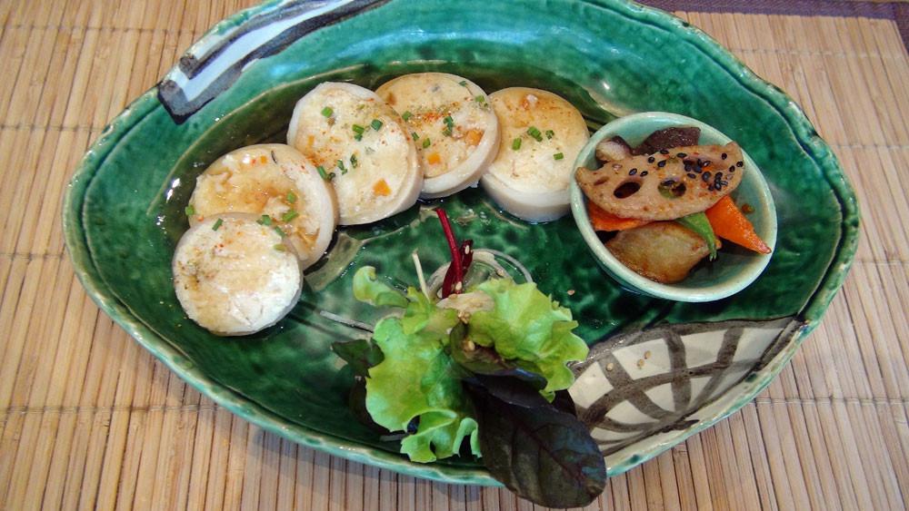Ikano teppouni (calmar farci au tofu et légumes)