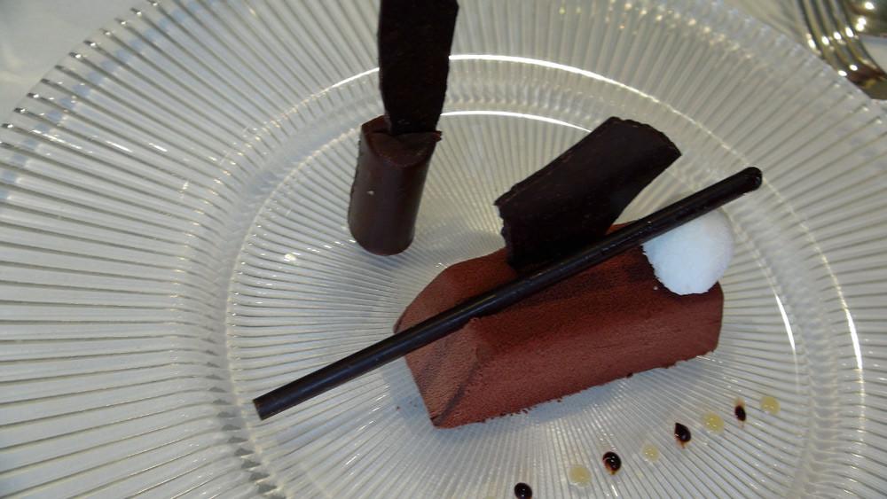 Le Chocolat : Passion, poivre de Sichuan, finger gianduja, sorbet noix de coco