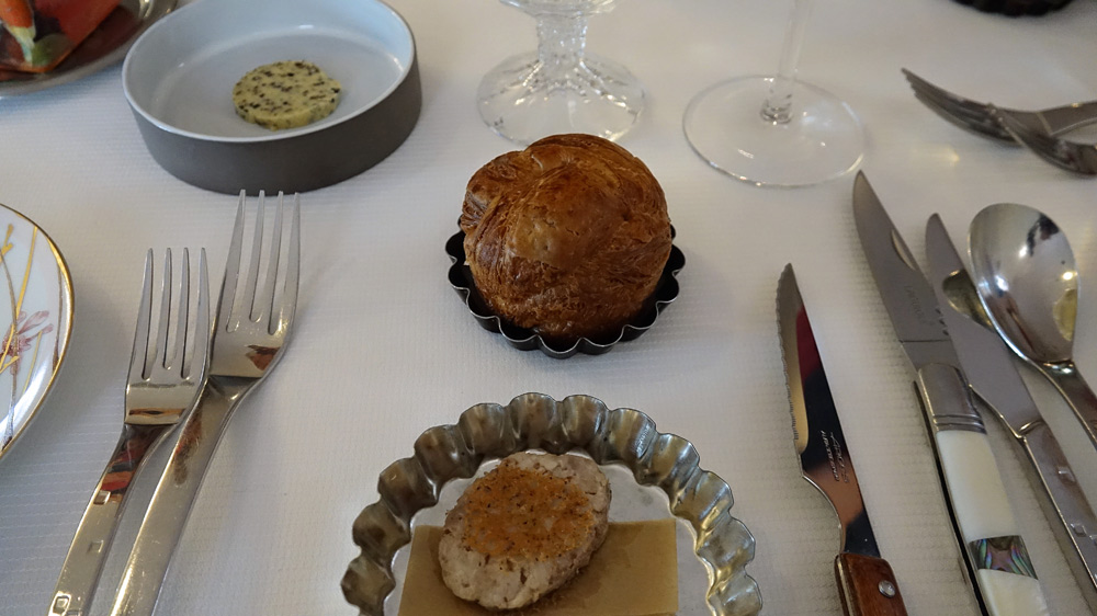 Grignotages :  Galette saucisse aux cèpes, Brioche feuilletée (boulangerie Maison Louis à Guer) au blé noir et beurre truffé