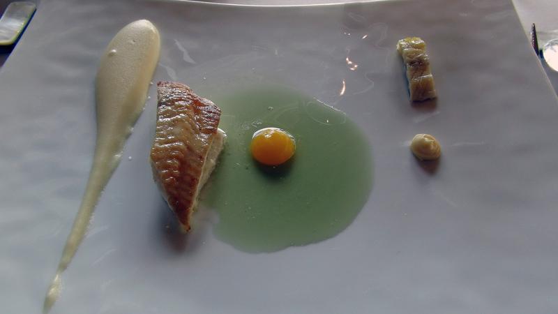 Pavé de sole, filet d'anguille au safran, vinaigrette de tanaisie