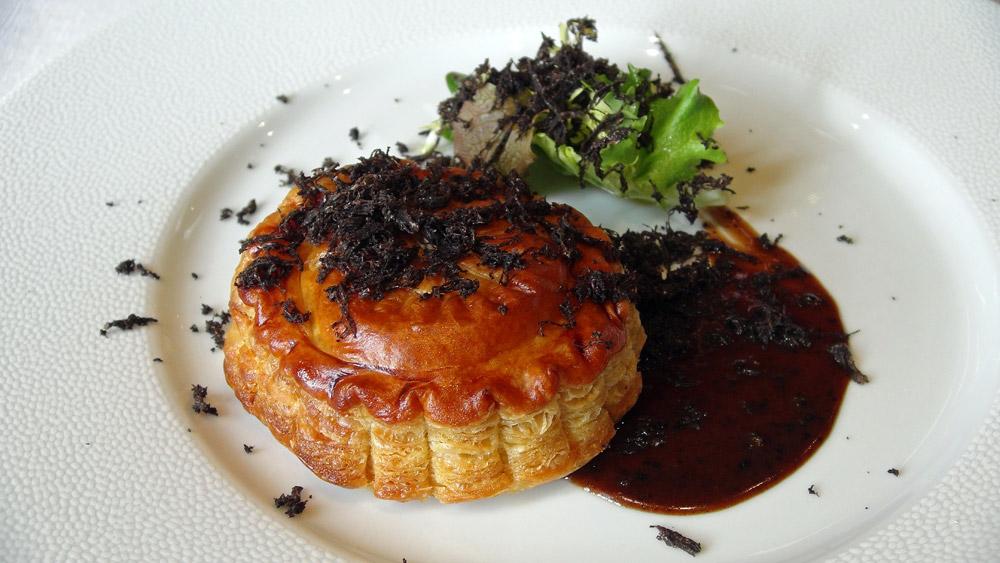 Pithiviers de foie gras et truffe (plat dégusté en février 2014)