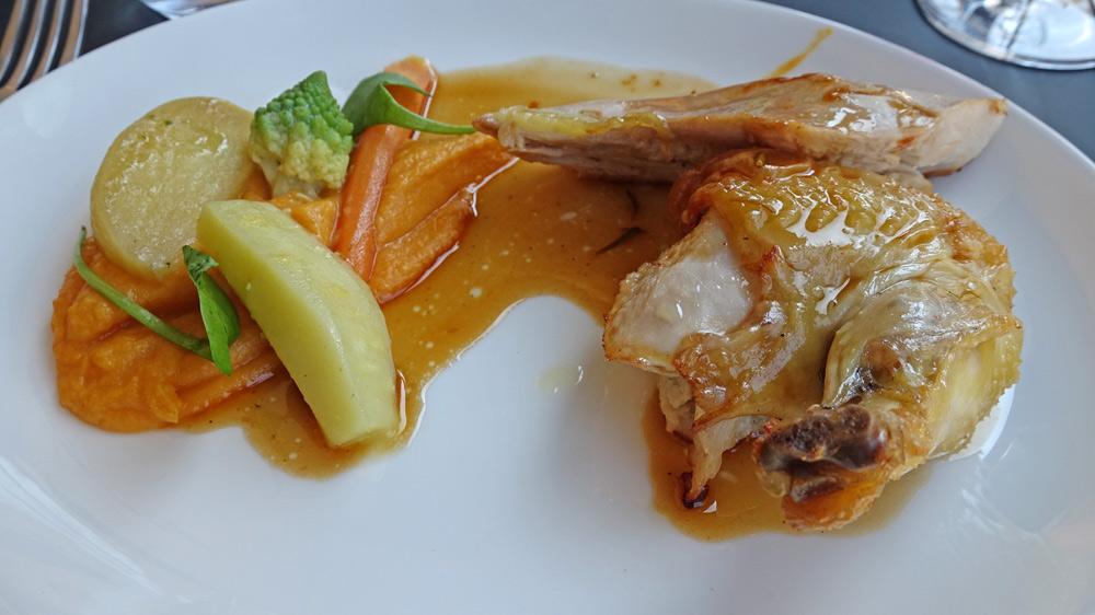 Poulet rôti, citron et romarin, mousseline de patate douce, légumes du moment