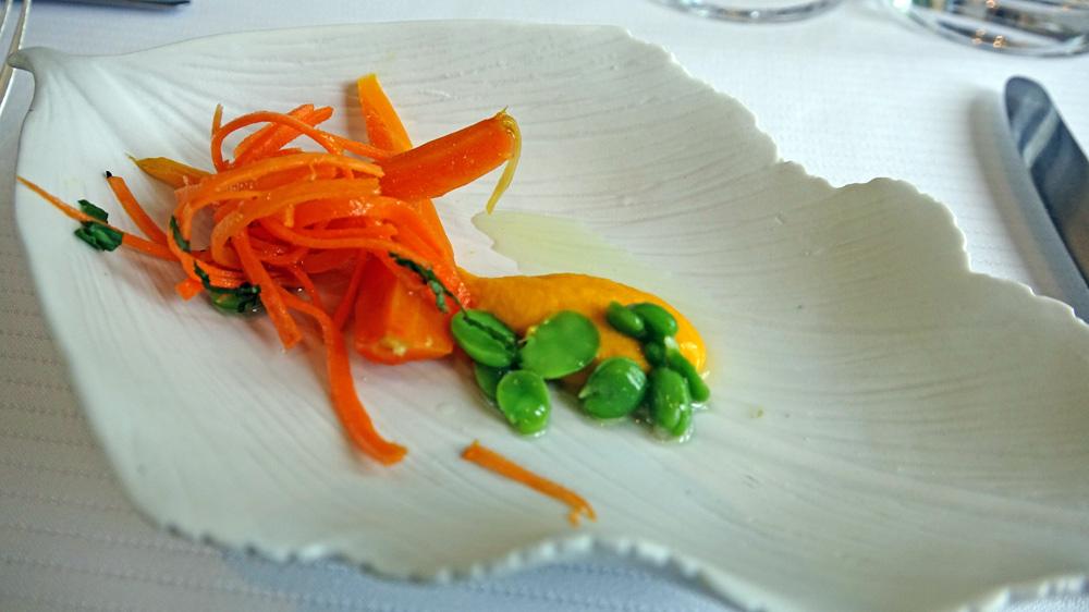 Variation sur la carotte associée à de l'orange et des fèves