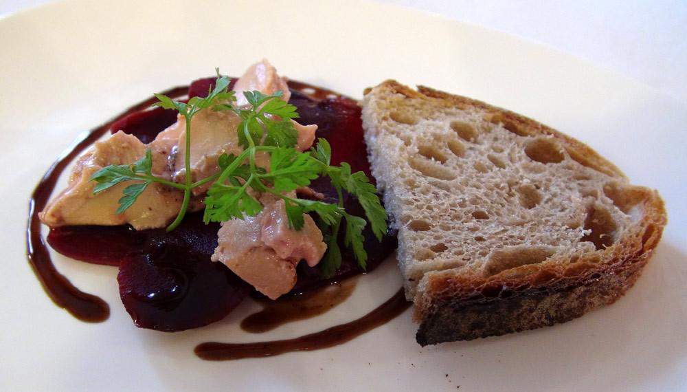 Carpaccio de betteraves rouges & foie gras