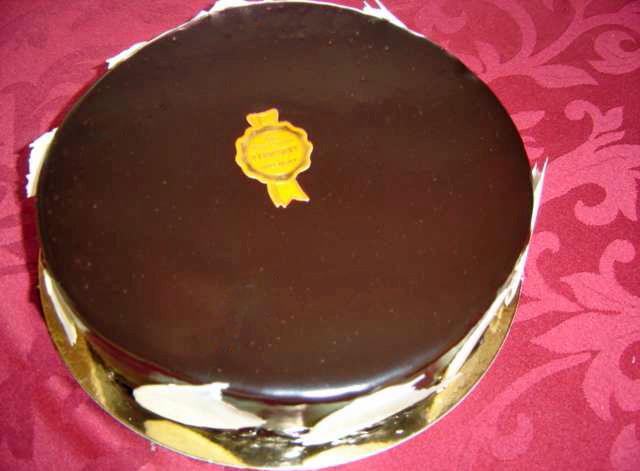 Manjari (Fond de succès, mousse chocolat noir et crème légère vanille) - Crédit photo site web Chichery