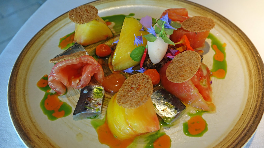 Les tomates anciennes, la sardine, le poivron et le pomelo