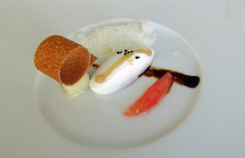 Mousse et granité de bergamote, poire pochée & pamplemousse