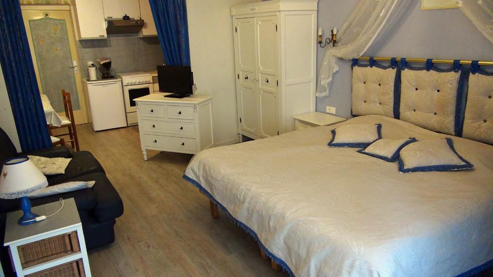 La chambre et son lit de 180 X 200