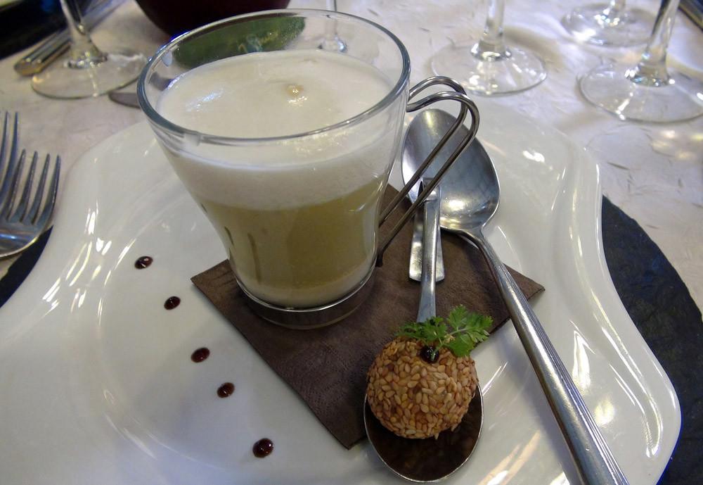 Le cappuccino de courgette fenouil, bonbon de foie gras