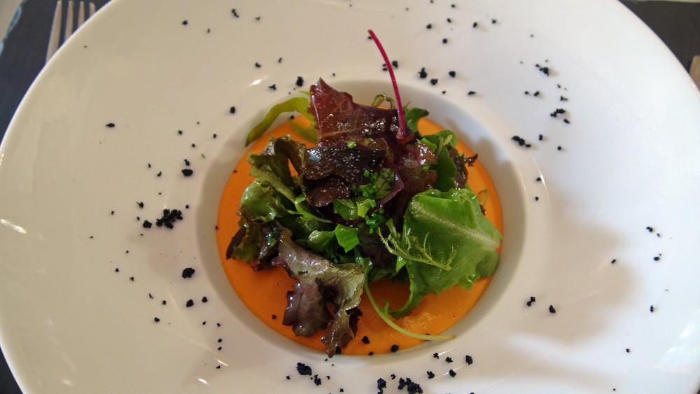 Panacotta de poivrons, salade à l'huile de sésame grillée