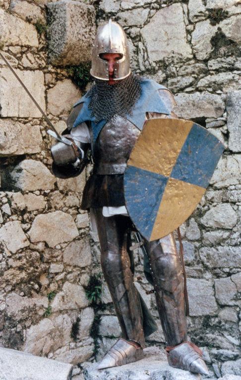"""Votre serviteur en """"Chevalier"""" armuré lors de la Médiévale de Lastours - Août 1998"""