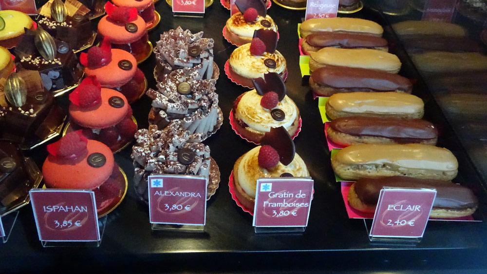 Petits gâteaux : Folies -  Ispahan - Alexandra - Gratin de framboises - Éclair chocolat et café