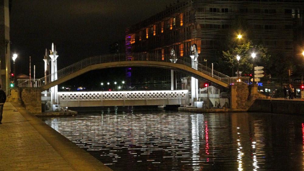 Ensemble passerelle et pont levant de la rue de Crimée, sur le canal de l'Ourcq